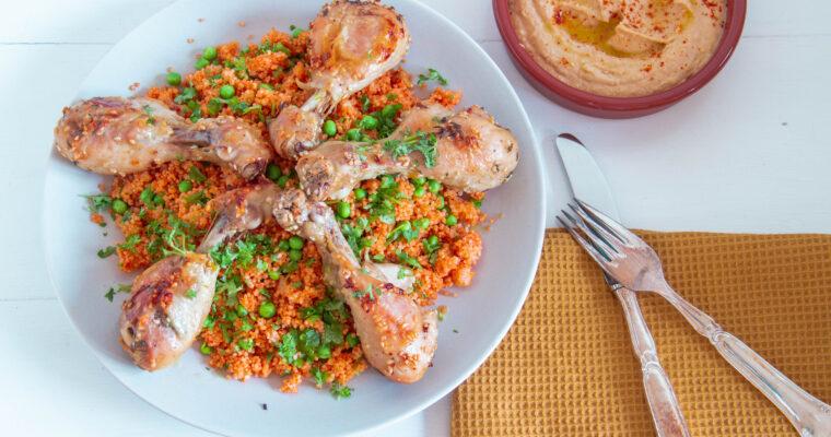 Tomat couscous med kyllingelår og hummus