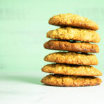 Havregryn cookies med hvid chokolade og hasselnødder