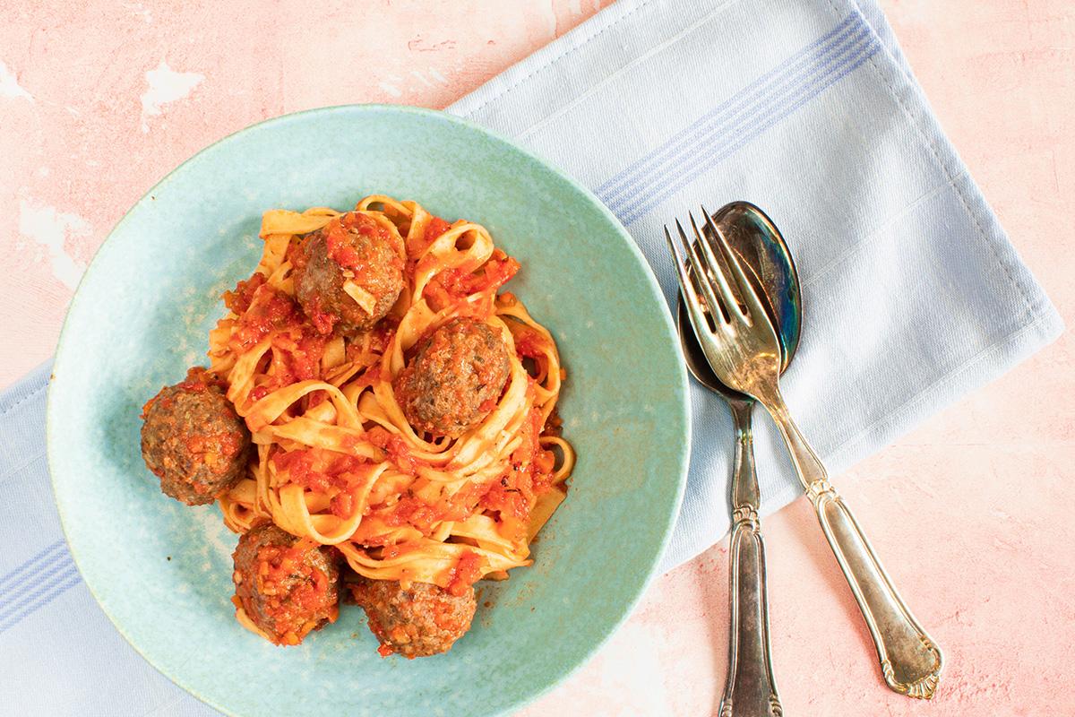Lækre italiensk pasta med kødboller