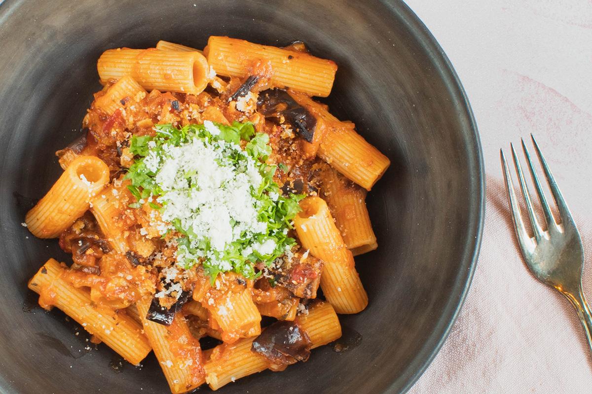 Lækker vegerisk pasta alla norma med aubergine