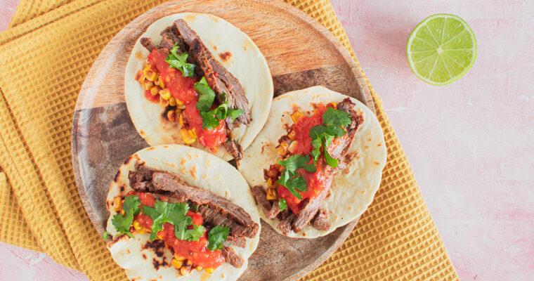 Taco carne asada – Tortillas med marineret oksekød, grillet majs og salsa
