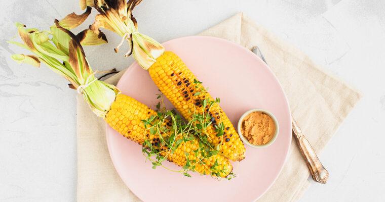 Grillede majskolber med misosmør – Et perfekt tilbehør til grillen
