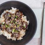 Lækre smagfulde asiatiske kødboller vendt i en sticky sauce
