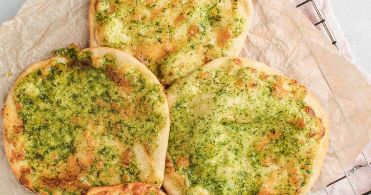Hvidløgsbrød – Snaskede fladbrød bagt med masser af hvidløg og ost