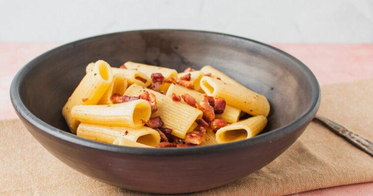 Pasta alla gricia – den klassiske romerske pastaret med bacon og ost