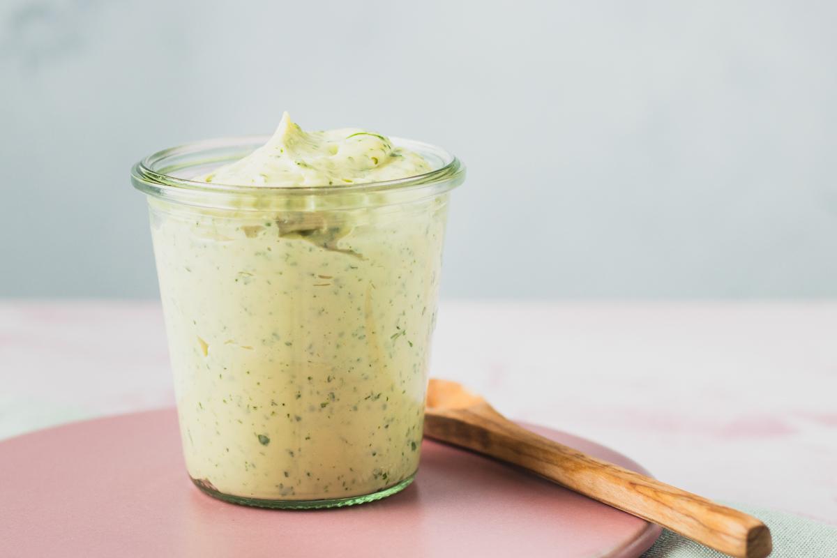 Urtemayo – Hjemmelavet mayo med friske urter på kun 5 minutter
