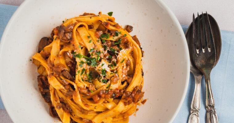Fettuccine con ragu di funghi – pasta med vegetarisk svampe ragout
