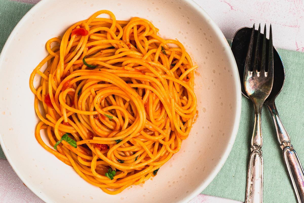 Pasta pomodoro – opskrift på nem spaghetti med tomatsauce