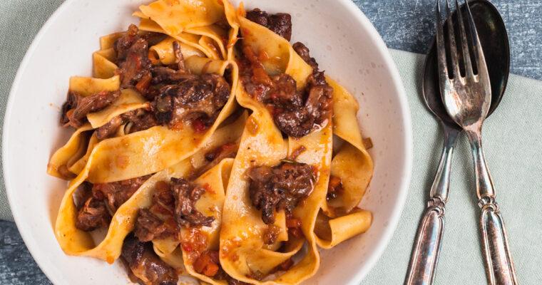Oksehale ragout – Pasta med oksehaler langtidssimret i rødvin og tomat